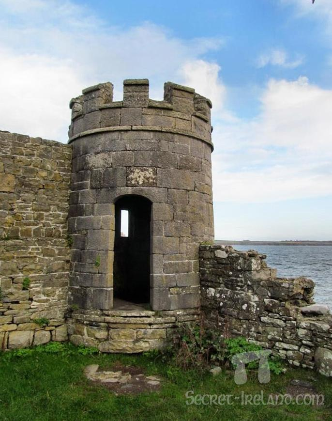 The round turret overlooking the harbour was built in the 19th century.